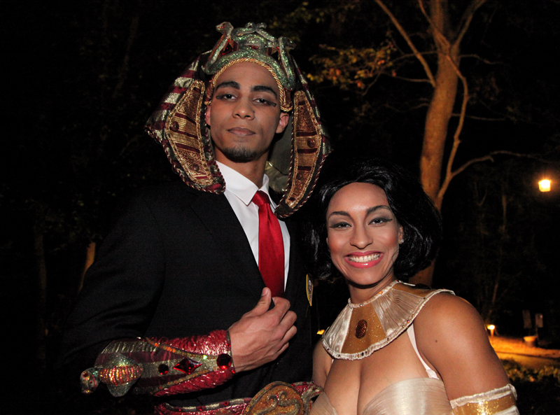 Barack & Michelle Obama impersonators hosts ancient egyptian gala