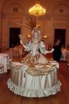 Strolling Table: Antique Marie Antoinette